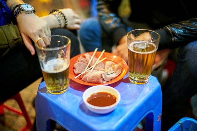 Bia Hoi Hanoi popular drink