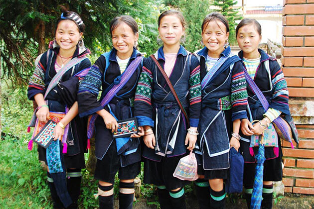 Black H'mong People in Sapa Tour