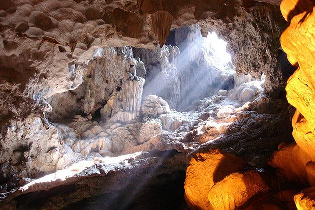 Buddhist Cave in Thung Nham Ninh BInh