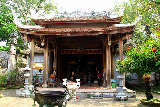 Chu Dong Tu Temple Hanoi Tour