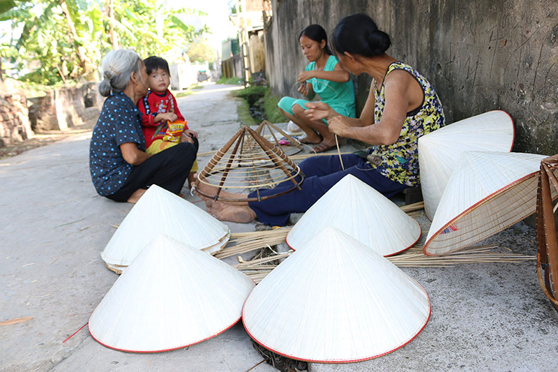 Chuong Conical Hat Village Tour from Hanoi