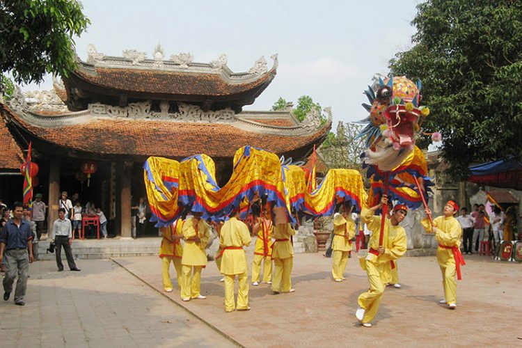 Colorful Festival of Do Temple Tour