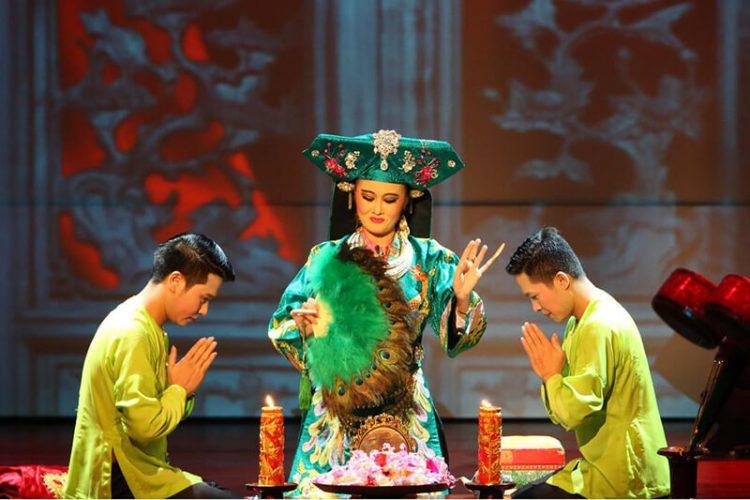 Four Palaces Show Tu Phu