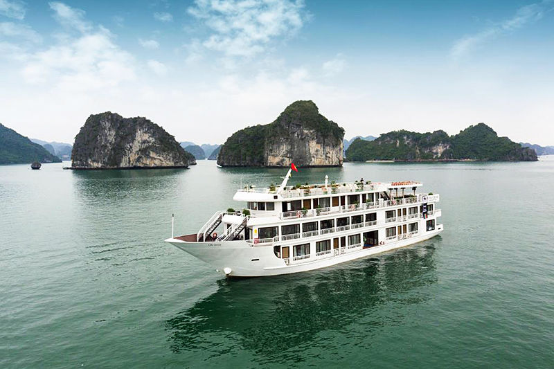 From Hanoi to Halong Bay Tour with Overnight Cruise