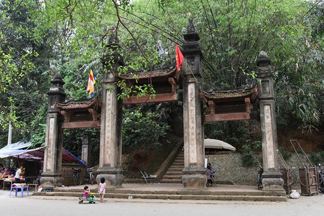 Gate of Tay Phuong Pagoda