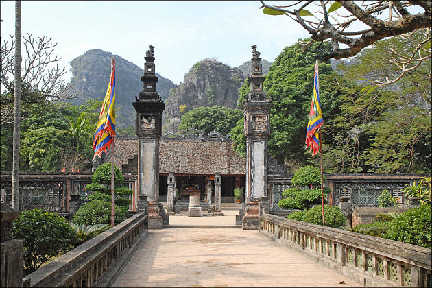 Hoa Lu capital in Hanoi Day Trips