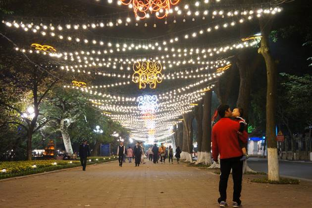 Hoan Kiem Lake At Night Hanoi Tour