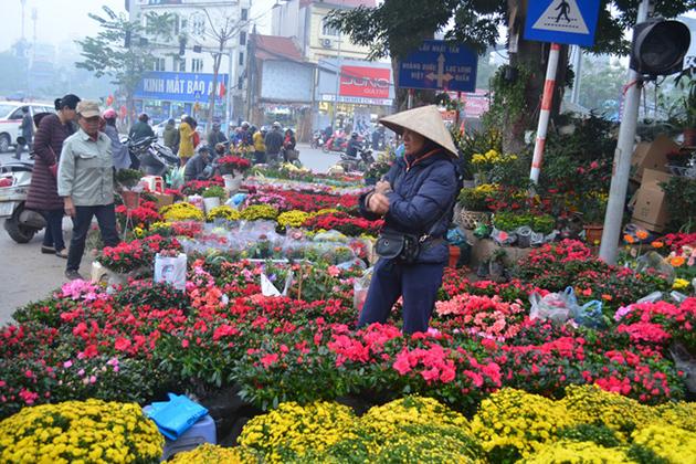 Hoang Hoa Tham Flower Market