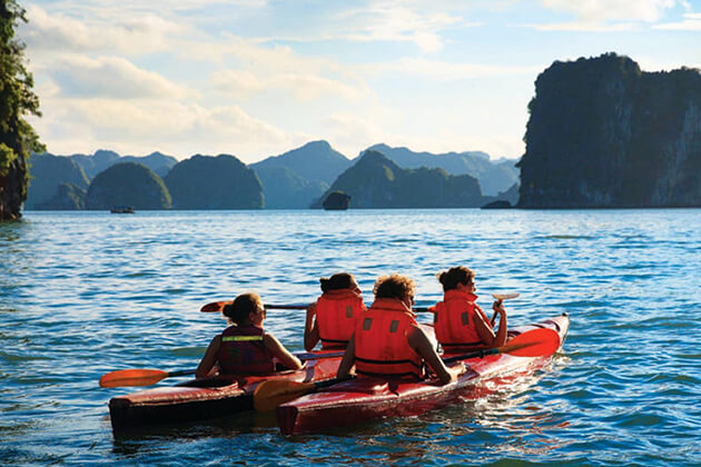 Kayaking in Cat Ba Island