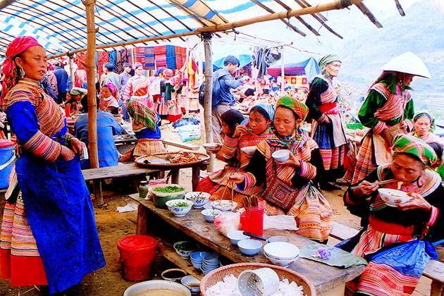 Local Market in sapa day tours from hanoi