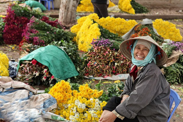 Long Bien Flower Market