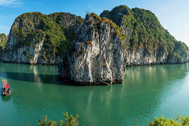 Majestic Scene in Halong Bay
