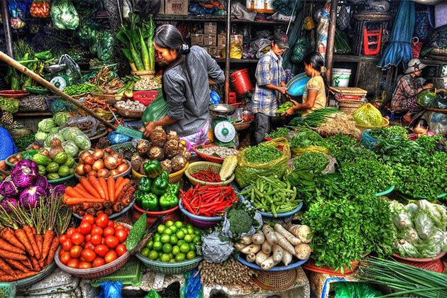 Ngoc Thuy Market Hanoi Vietnam tour