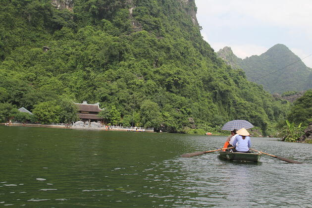 Rowing Boat in Ninh Binh Vietnam Tour