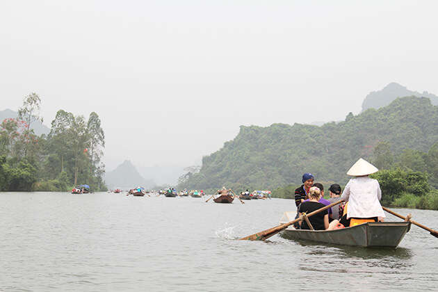 Rowing in Huong Pagoda