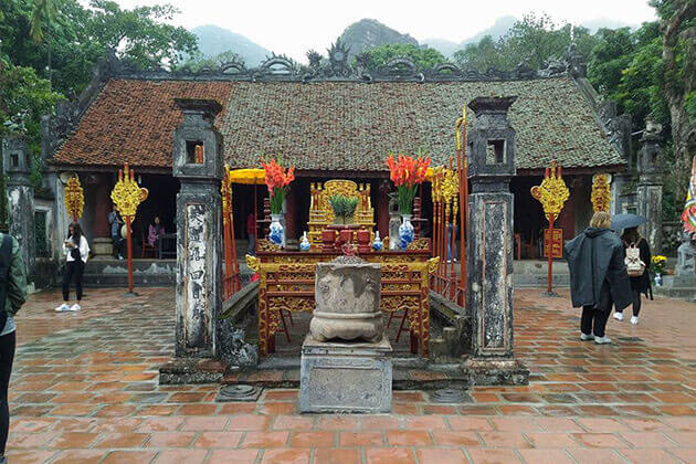Temple of KIng Dinh and King Le Hanoi Local Tour