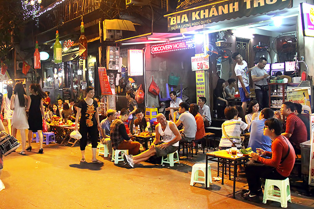 The Bia Hoi glass - a real icon in the Old Quarter