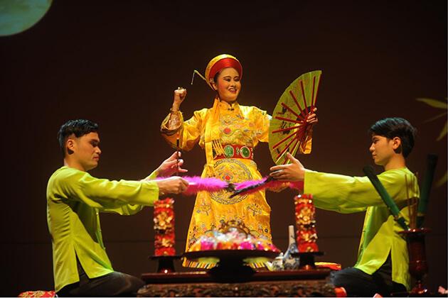 Feature of Four Palaces Tu Phu Show
