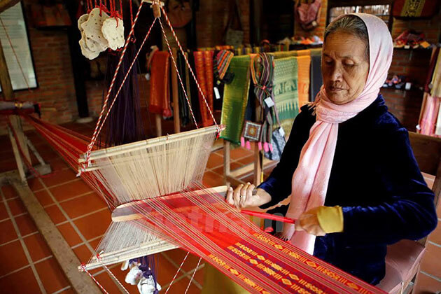 Traditional Silk Village in Van Phuc Hanoi Tour