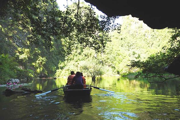 Trang An Kayaking