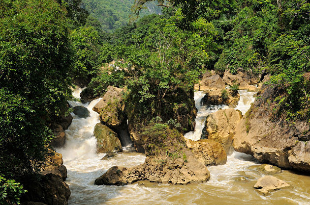 Visit Dau Dang Waterfall