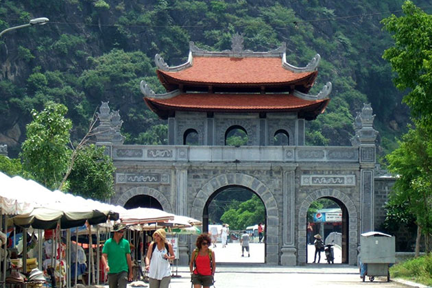 Visit Hoa Lu Ancient Capital