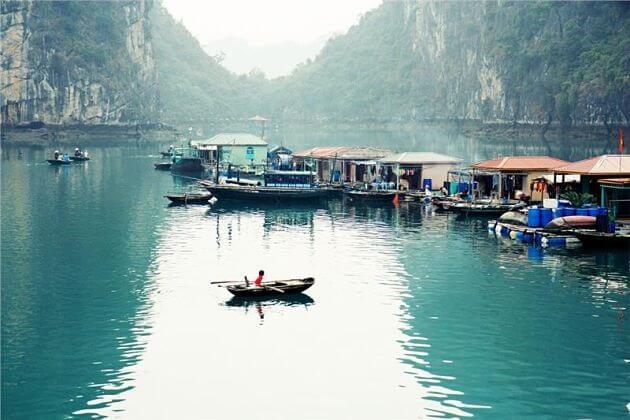 Visit Vung Vieng Floating Market