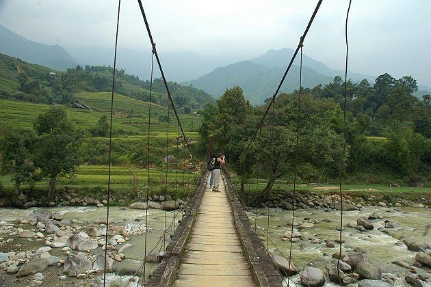 Visit Y Linh Ho Village in Sapa Tours