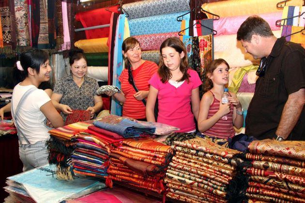 buy silk in hanoi