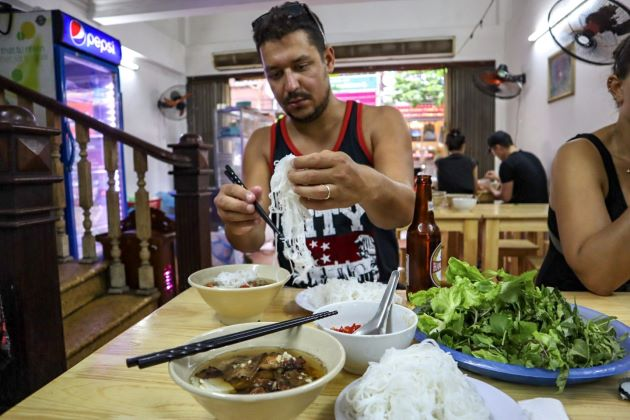 eat bun cha in hanoi