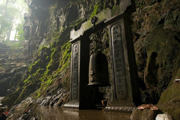 huong tich cave perfume pagoda