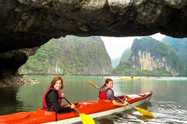 kayaking experience in halong bay
