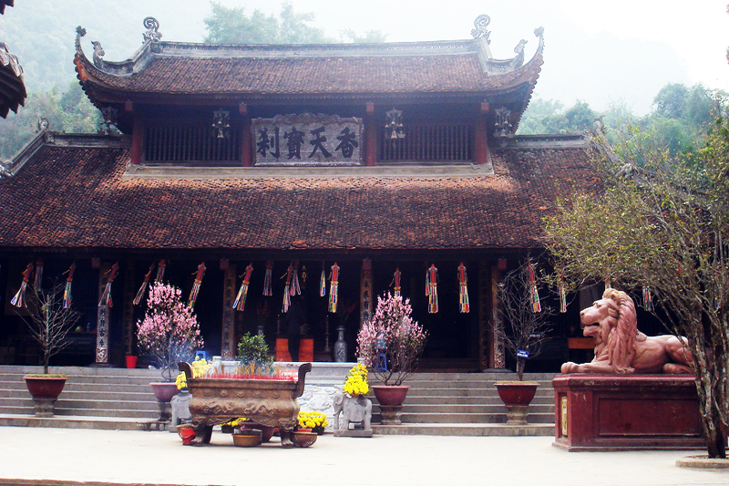 perfume pagoda hanoi local tour