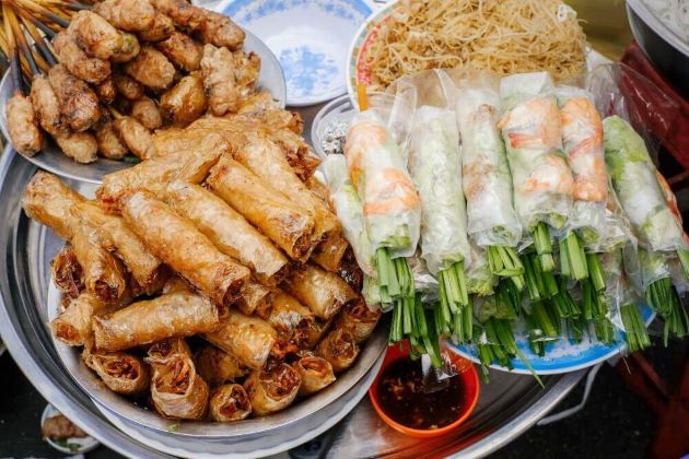 taste delicious foods in day tours in hanoi
