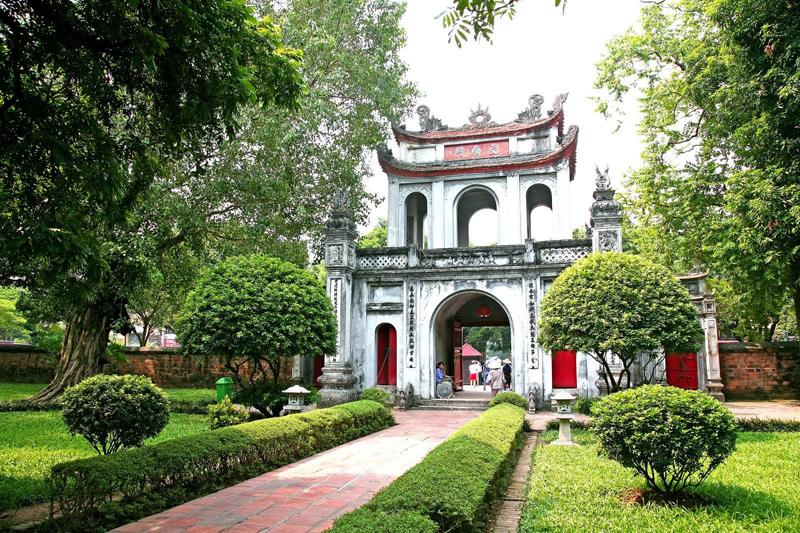 temple of literature hanoi local tour