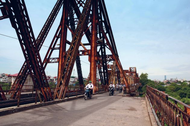 visit long bien bridge hanoi attractions