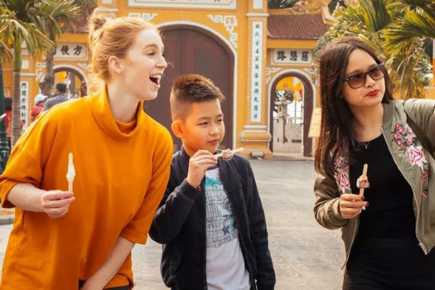 visit pagoda in hanoi tours